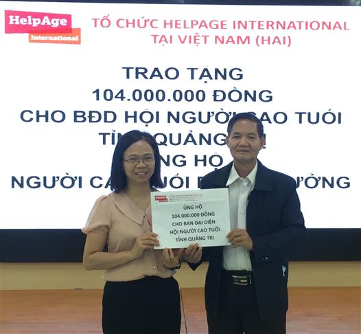 HelpAge International in Vietnam provides 104 million VND to the elderly affected by floods